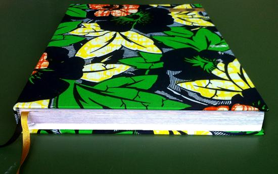 Vlisco Fabrics. Elk omslag is gestoffeerd met een ander dessin.