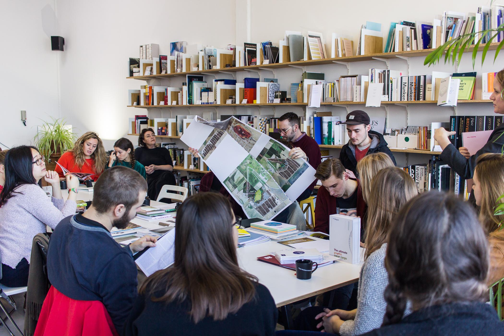 Fotoverslag bezoek studenten interieur architectuur kabk for Interieur architectuur