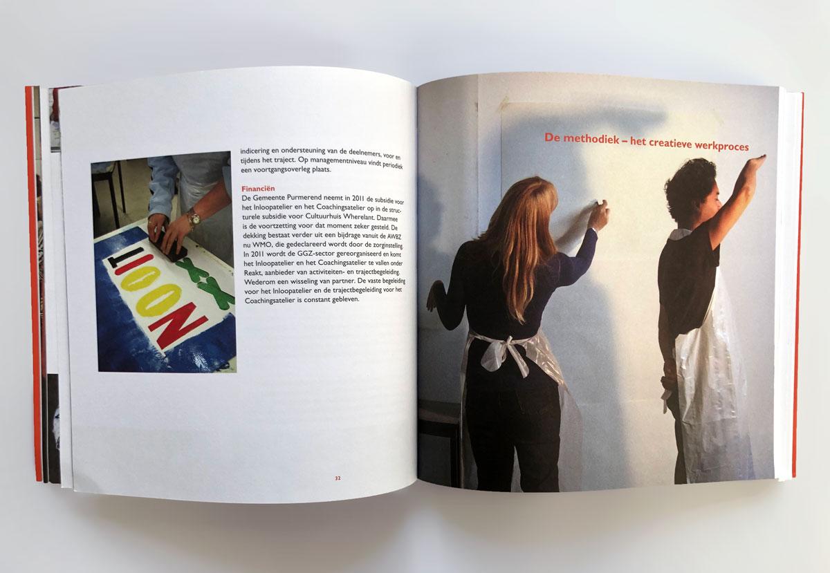 Een spread uit het boek 'Kunst Werkt!'. De Monsterkamer interview Herlof Schürmann over papier.