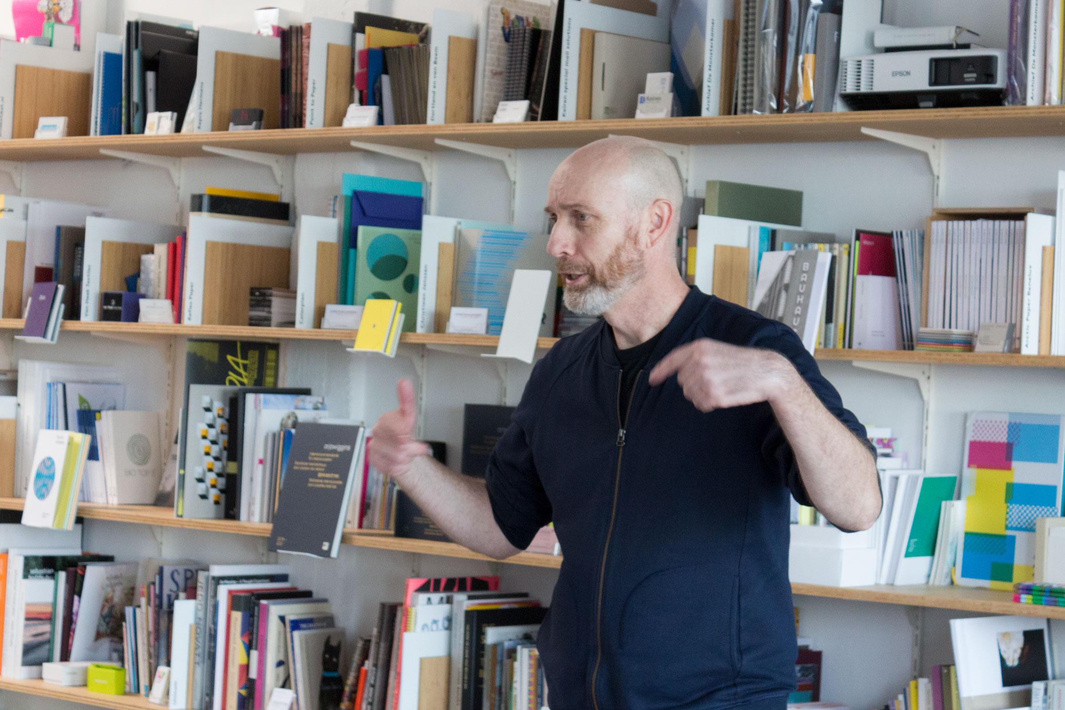 Philip Stroomberg met de studenten van Den Skandinaviske Designhøjskole uit Denemarken