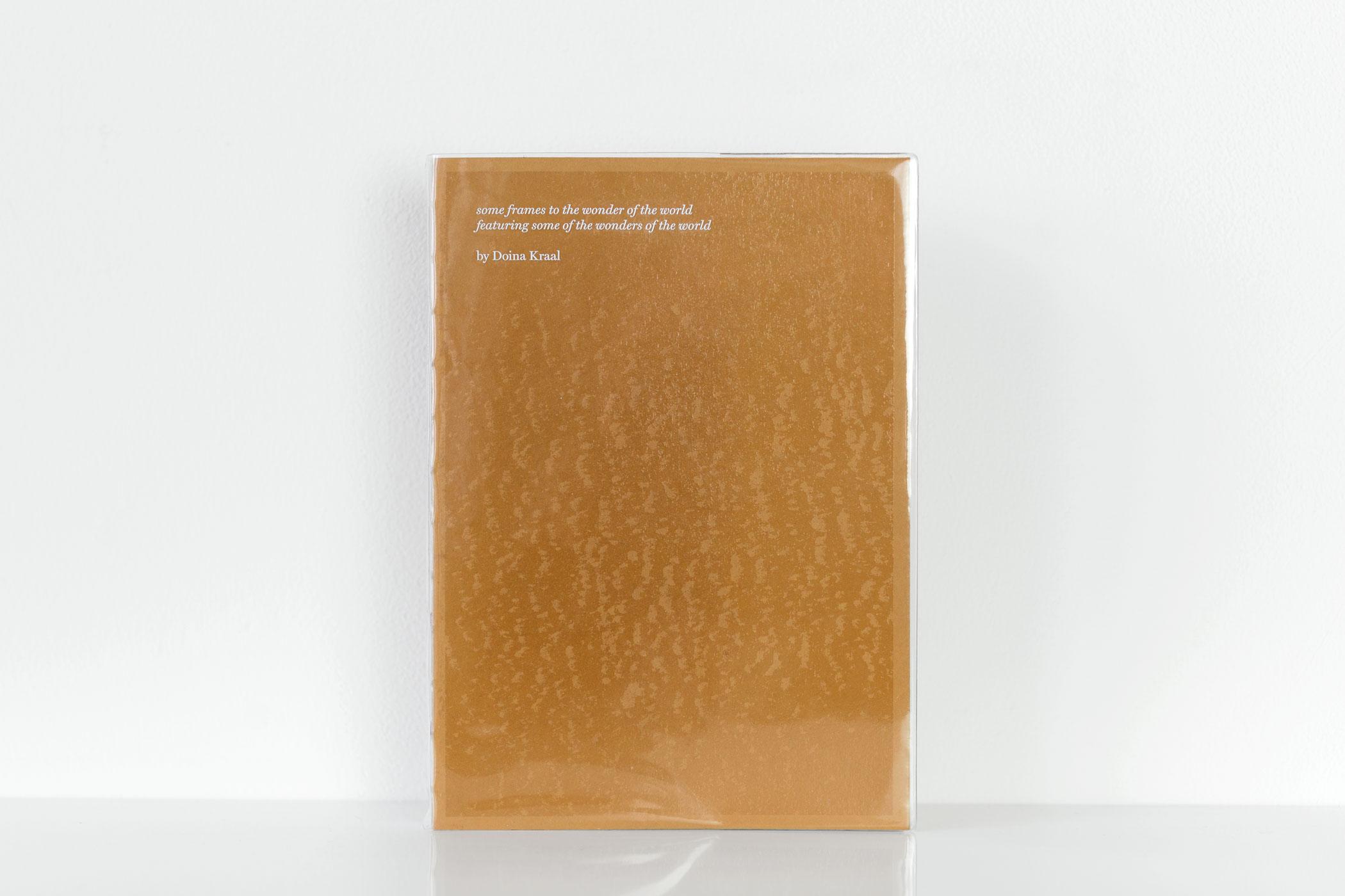 Touche-à-Tout van Doina Kraal. Stofomslag: Glashelder PVC 0,192 mm