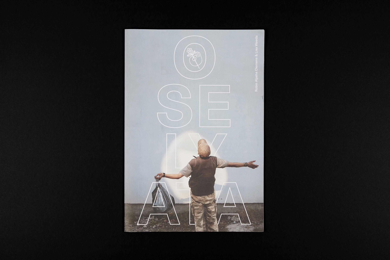 Voorkant van het boek Oselyata, een project van Robin Alysha Clemens en Lisa Weeda.