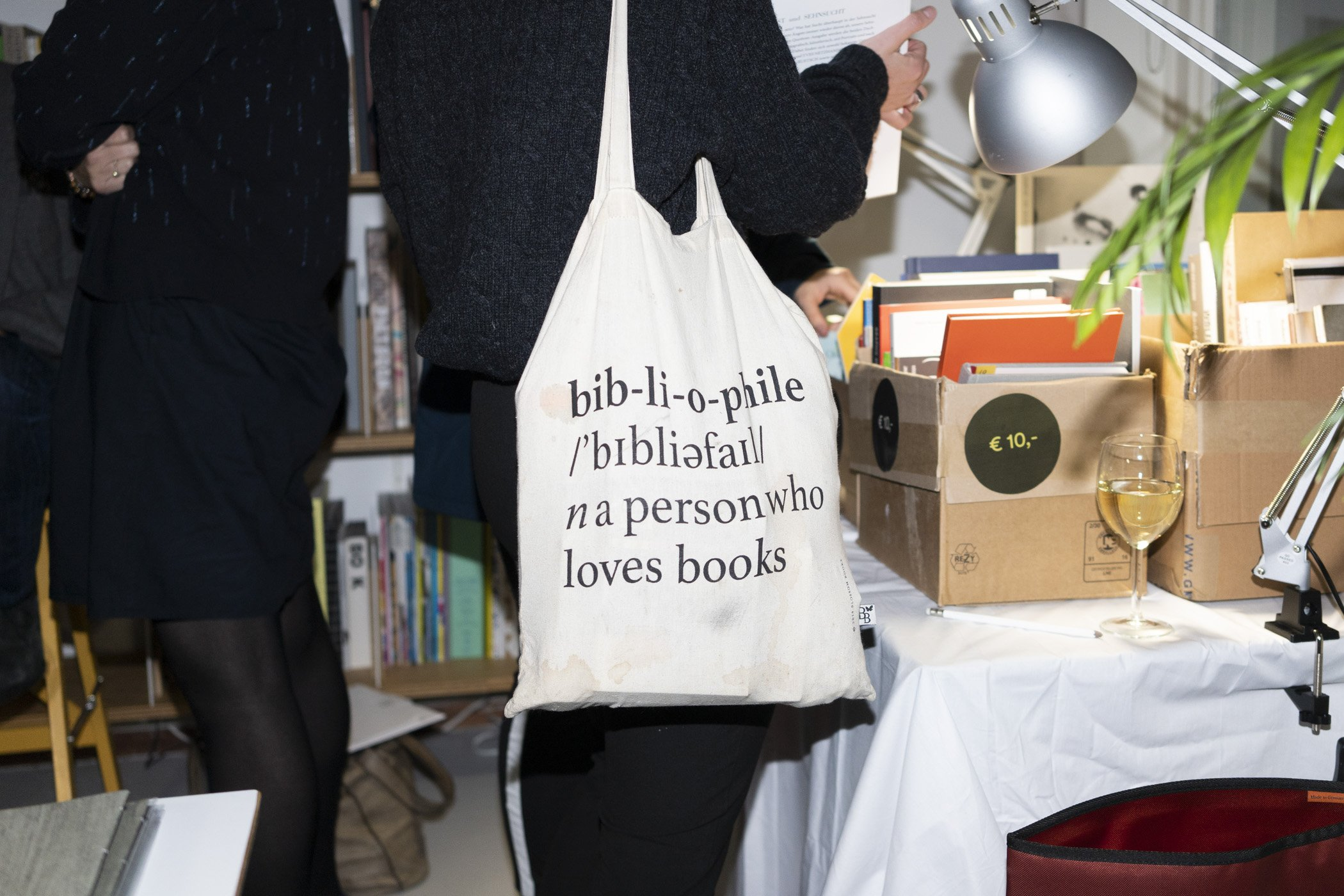 Bibliophile. Fotoverslag kerstborrel de Monsterkamer met DIABP en de Fotograaf des Vaderlands