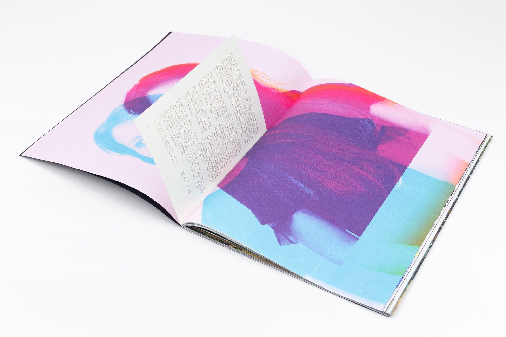Twee pagina's uit het TCHI magazine door Tchai International