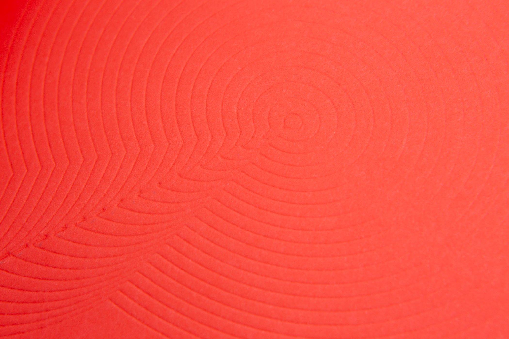 Close up van de blindpreek op de achterkant van het boek Angie Keefer: Second Thoughts. Door Kunstverein.