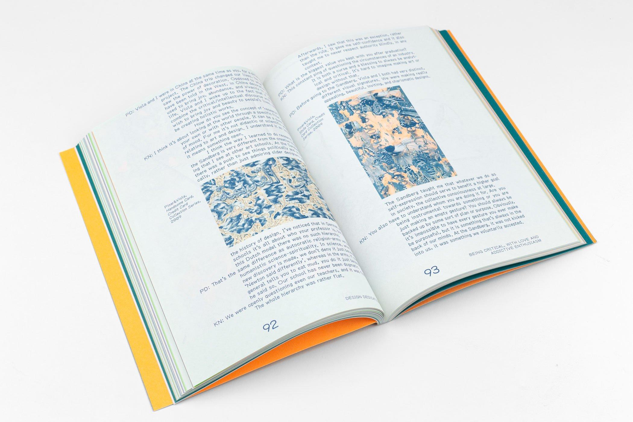 Ontwerper Tessa Meeus kwam naar De Monsterkamer om papier uit te zoeken voor het boek Design Dedication. Editor: Annelys de Vet.