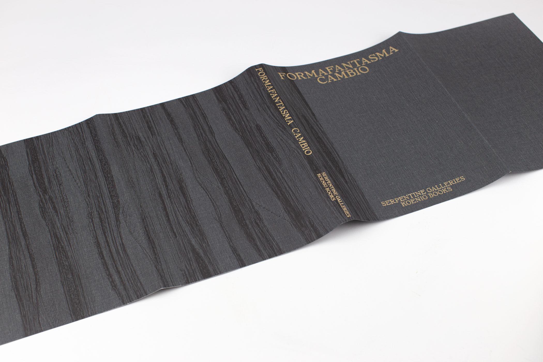 Studio Joost Grootens kwam naar De Monsterkamer om papier uit te zoeken voor het boek Formafantasma Cambio. Serpentine Galleries, Londen.