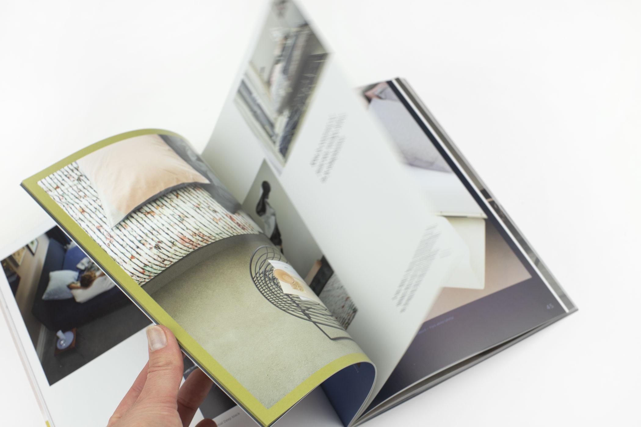 Studio& kwam naar De Monsterkamer om papier vinden voor het lookbook van Auping.Studio& kwam naar De Monsterkamer om papier vinden voor het lookbook van Auping.Auping met liefde