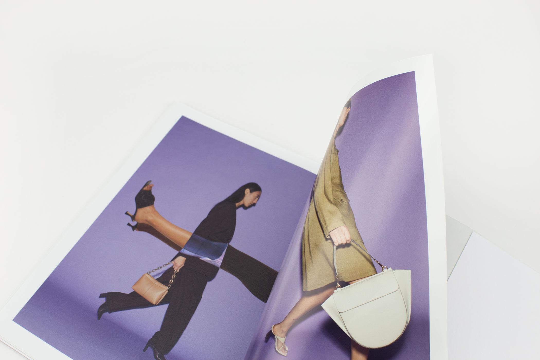 Joanna Radomska en Anne van den Boogert kwamen naar De Monsterkamer om papier uit te zoeken voor het lookbook van Wandler.