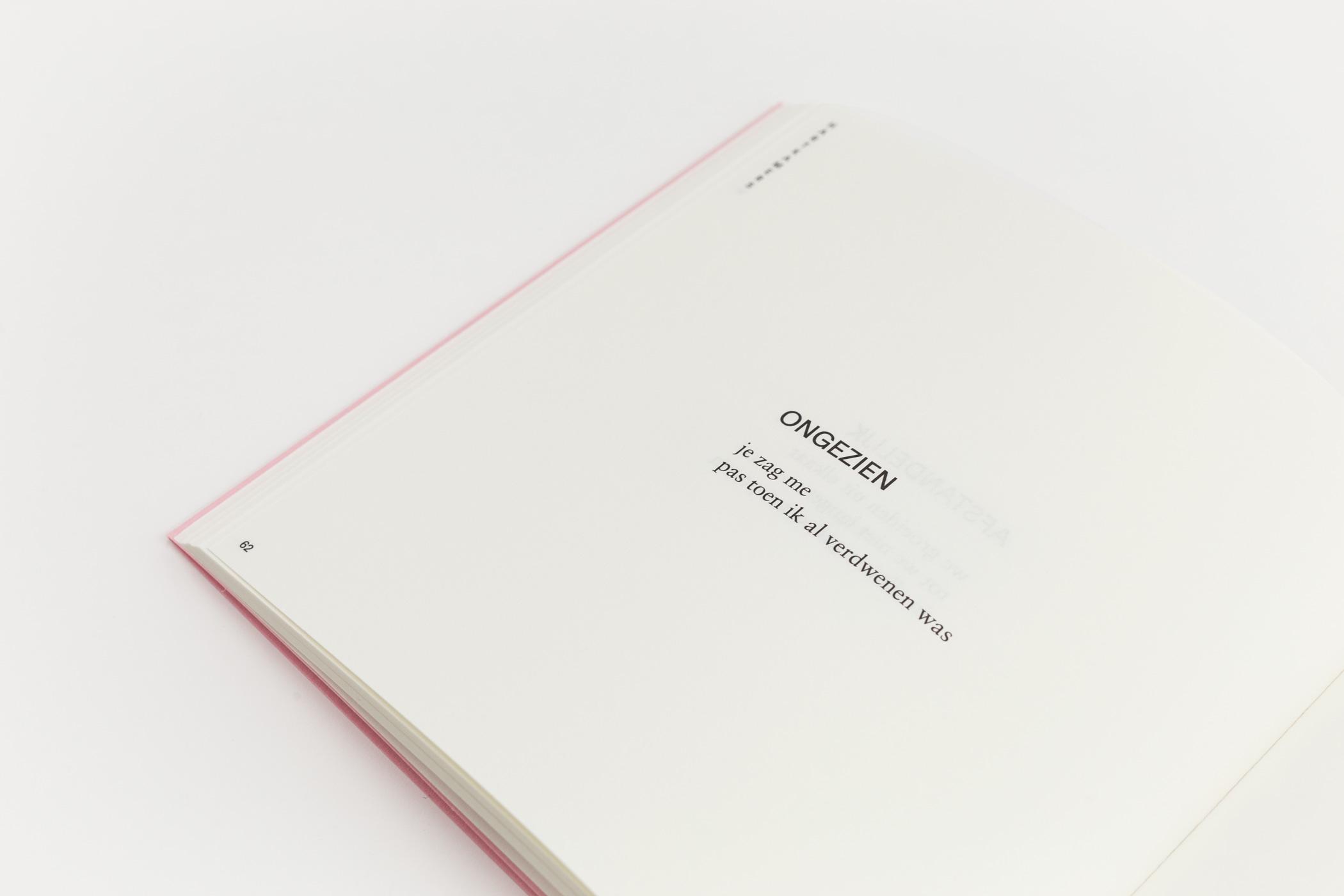 Adriana Ivanova kwam naar De Monsterkamer om papier vinden voor gedichtenbundel Zuurstof. Ontwerp door Lyanne Tonk.