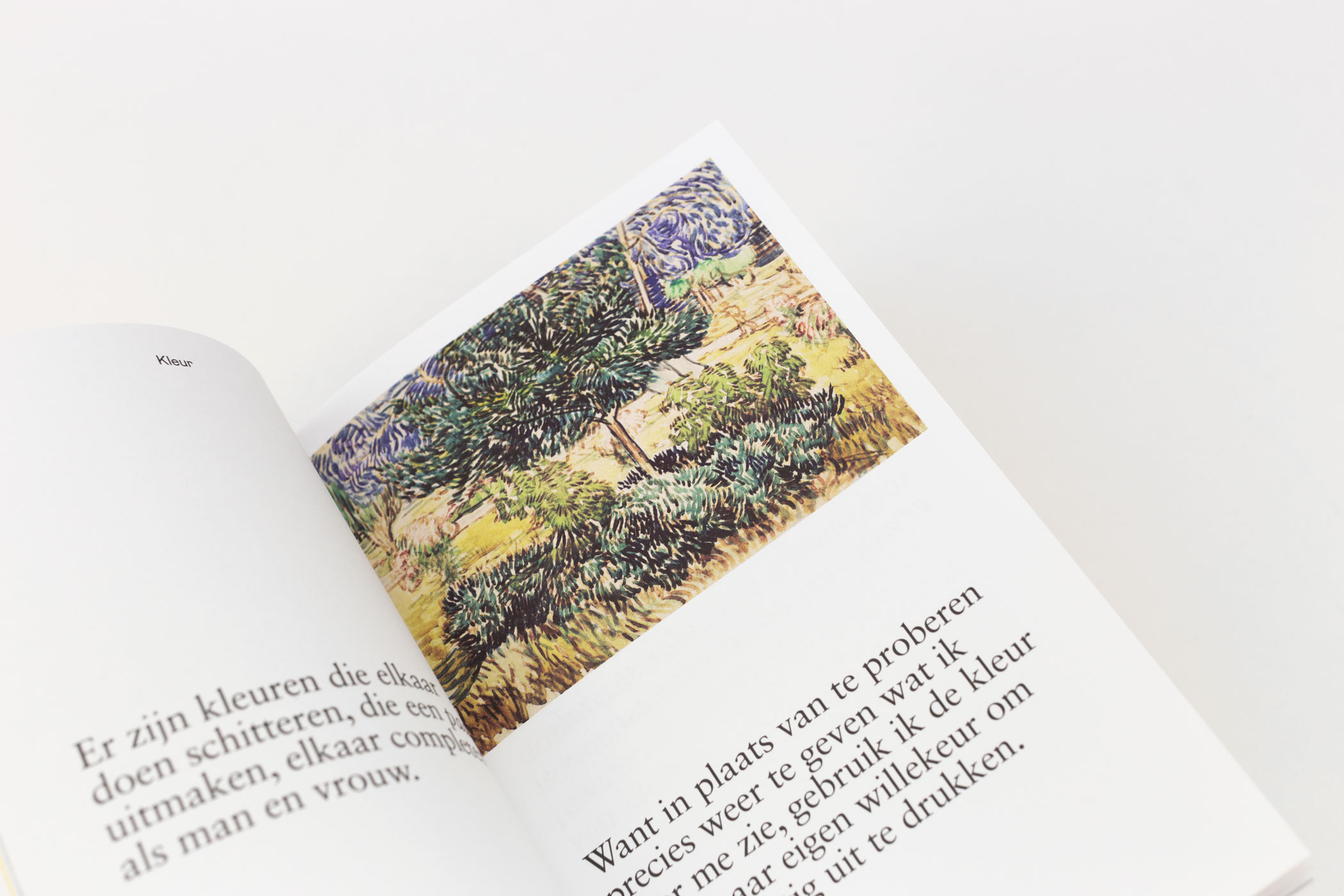 Studio Berry Slok kwam naar De Monsterkamer om papier uit te zoeken voor het boek Het leven volgens Vincent.