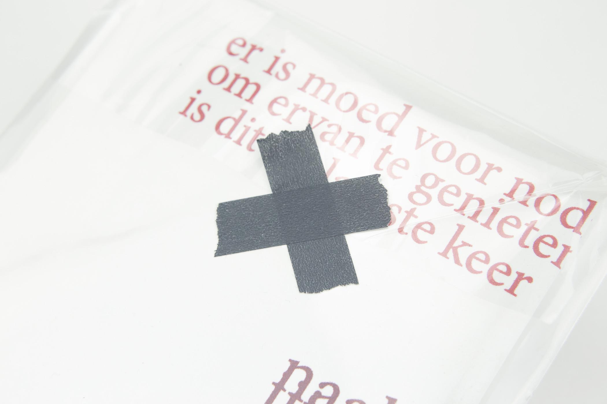 Marijn Bax en Richtje Reinsma kwamen naar de Monsterkamer om papier uit te zoeken voor het aanrakingsabonnement OP DE TAST.