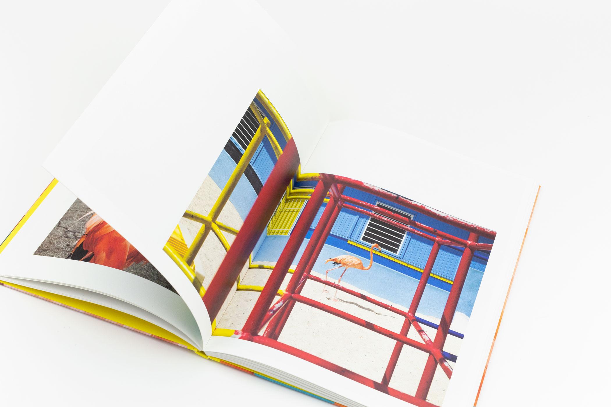 Mariola López Mariño van Lopezlab Amsterdam en fotograaf Jasper Doest kwamen naar de Monsterkamer om papier uit te zoeken voor het boek MEET BOB.
