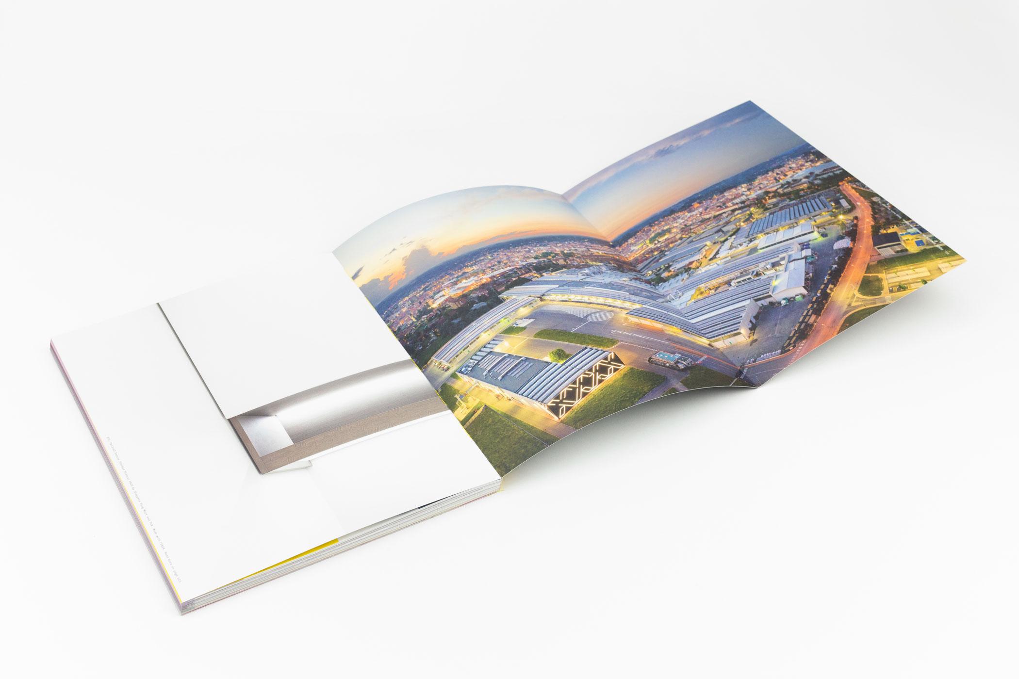 Onno Blase en André Bouwman kwamen naar de Monsterkamer om papier uit te zoeken voor het magazine Of Matter. Uitgever: Broadview Holding
