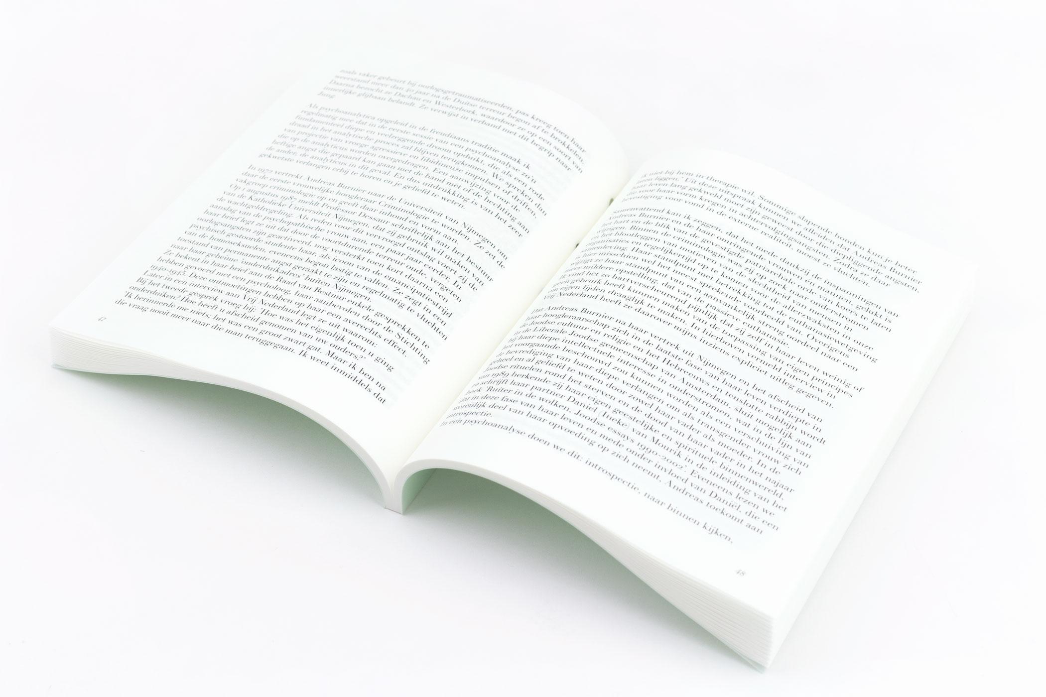 Rolien van Mechelen kwam naar de Monsterkamer om papier uit te zoeken voor het boekDe biografie in psychoanalyse.